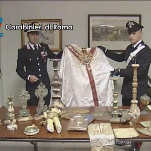 Roma, scoperti a casa di avvocato 60enne opere e reperti ...