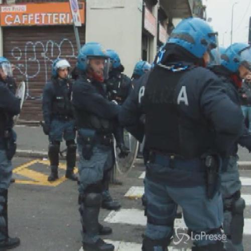 Milano, scontri polizia-manifestanti durante sgombero in ...