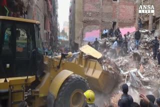 Crolla palazzo al Cairo, almeno 15 morti