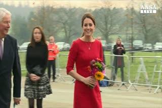 Kate come Diana, visita ospedali e raccoglie fondi
