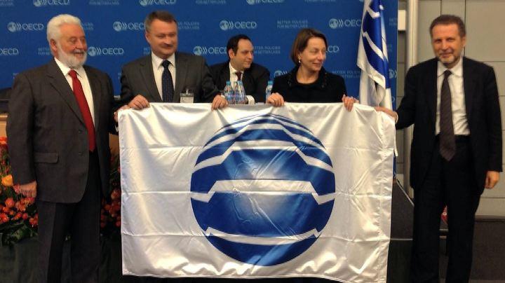 XXI Triennale internazionale, consegnata la bandiera del ...