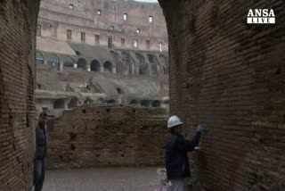 Colosseo: riparato danno fatto da turista