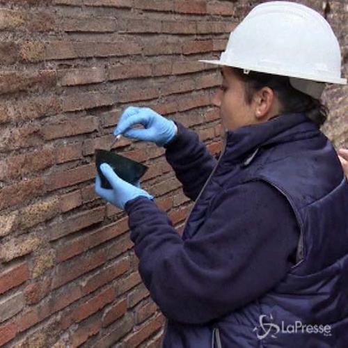 Danneggiato il Colosseo, turista russo condannato a 4 mesi ...