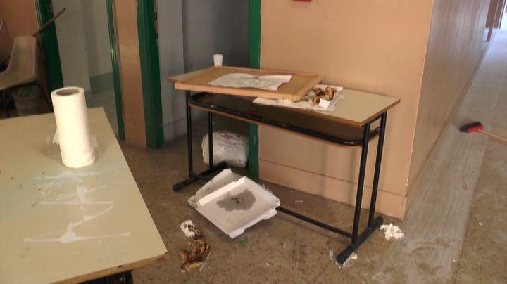 Napoli, la scuola distrutta: furto di computer e Lim
