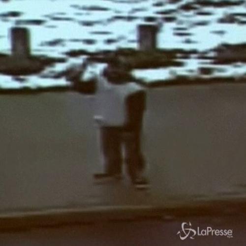 Usa, 12enne ucciso da agente: ecco il video della ...