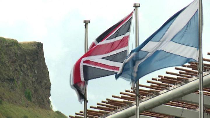 Nuovi poteri alla Scozia dopo il panico da referendum