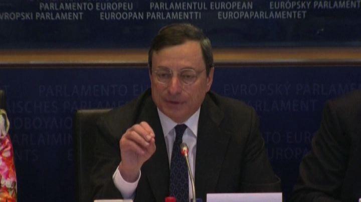 """Draghi lancia tre messaggi da Helsinki. """"L'euro è per ..."""