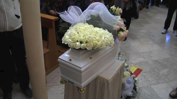 A Palermo i funerali della bimba morta abbandonata tra i ...