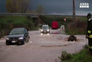 Maltempo: bomba d'acqua vicino Roma, allagamenti Toscana    ...
