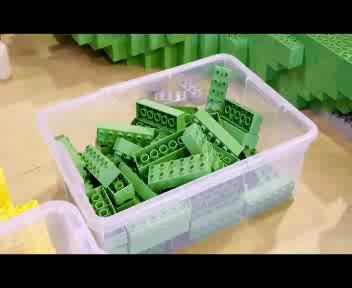 La 'fabbrica' dell'albero di Natale in mattoncini Lego