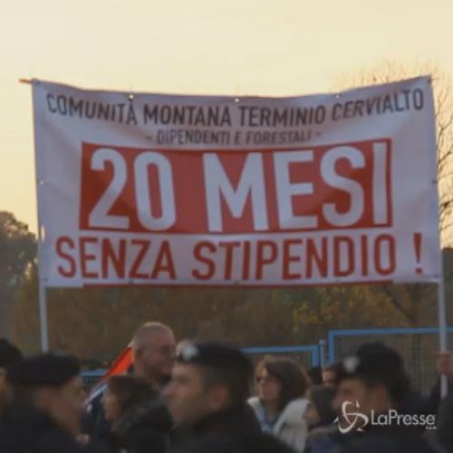 Renzi contestato ad Avellino. Premier cita De Sanctis: Esempio di talento e curiosità