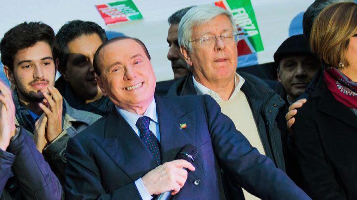 """A Milano """"Basta tasse"""", Forza Italia in piazza con Berlusconi"""