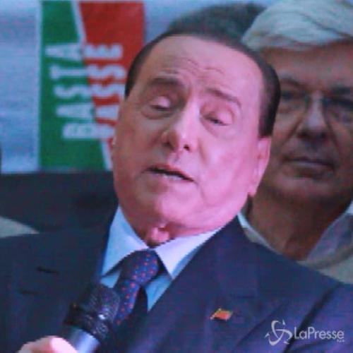 Silvio Berlusconi in piazza per il 'No tax day': Forza Italia c'è ancora