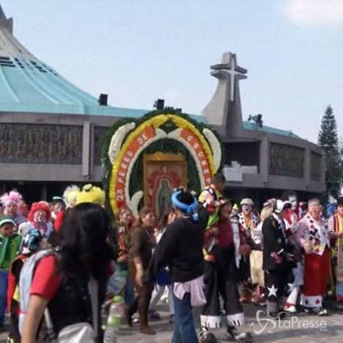 L''assalto' di 2000 clown al santuario messicano