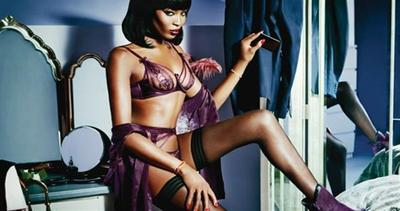 Naomi Campbell bella da morire in lingerie