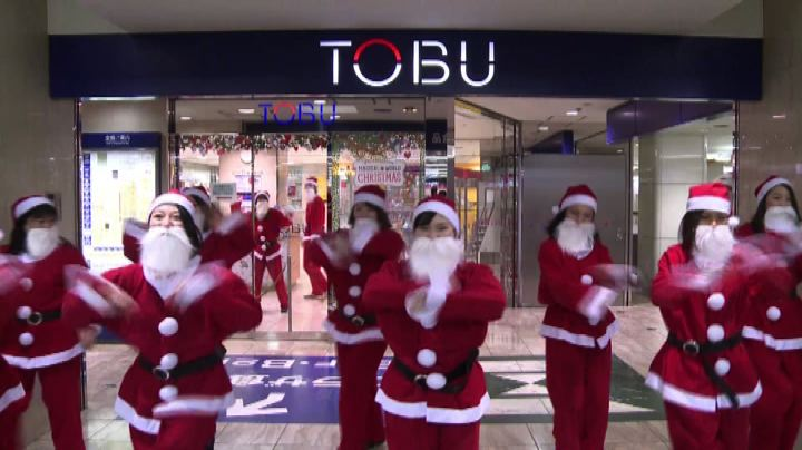 Babbo Natale fa shopping a Tokyo - Nude News