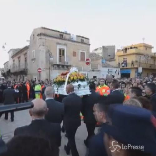 Duemila persone ai funerali di Loris Stival a Santa Croce ...