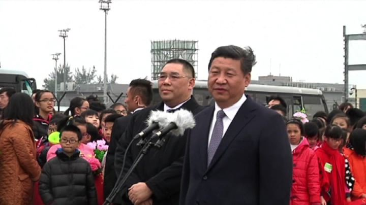 Xi Jinping arriva a Macao, ombrelli vietati all'aeroporto   ...