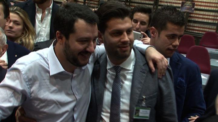 Salvini a Roma, tra autografi, selfie e regali - Nude News  ...