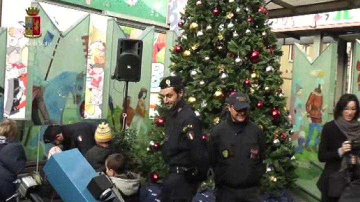 Gli auguri della polizia al Bambin Gesù a Roma: festa ...