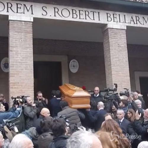 Amici e colleghi al funerale di Virna Lisi. Garko: Era una ...