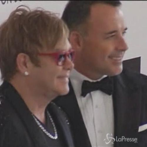 Elton John e David Furnish oggi sposi in Inghilterra