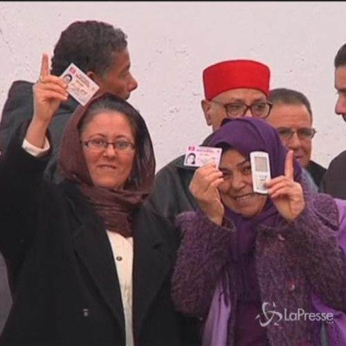 Tunisia, urne aperte per ballottaggio presidenziali