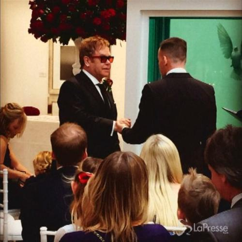 Elton John sposa David Furnish: Ed Sheeran, Hugh Grant, ...