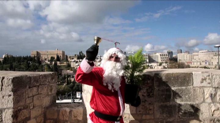 Babbo Natale palestinese sulle mura di Gerusalemme - Nude ...