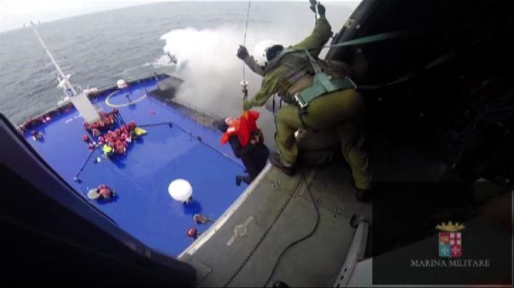 Incendio traghetto: il salvataggio dall'elicottero - Nude ...