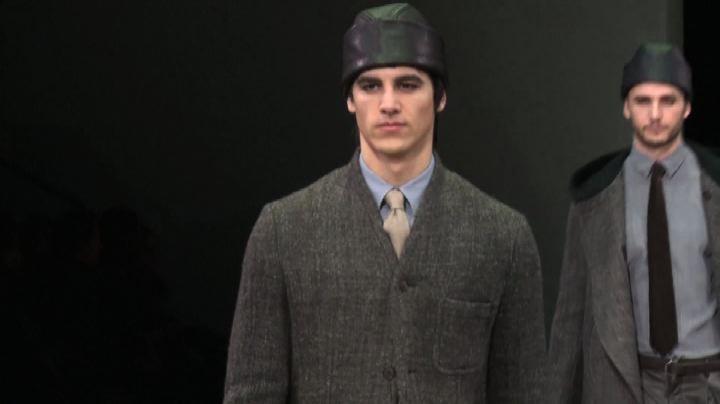Giorgio Armani presenta collezione per uomini virili e ...