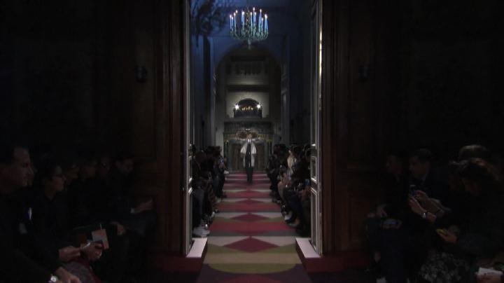Valentino si dà all'avanguardia e presenta l'uomo ...