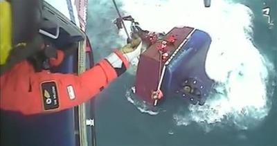 Drammatico salvataggio in mare: le immagini