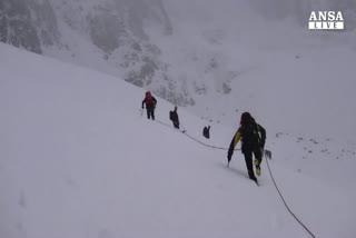 Morti 6 sciatori travolti da slavina su Alpi