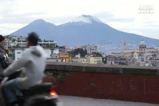 Maltempo: cima del Vesuvio ricoperta di neve