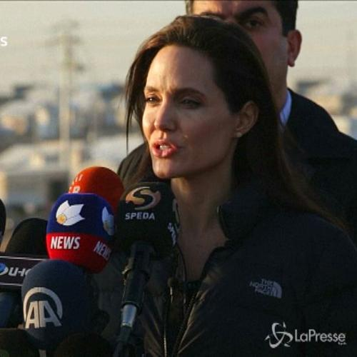 Jolie fra i rifugiati curdi in Iraq: Comunità ...