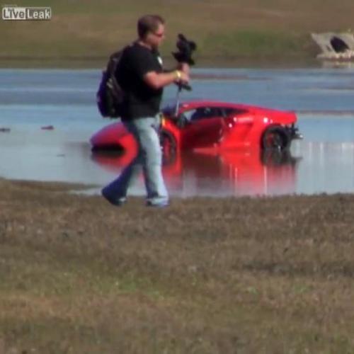 Anche le Lamborghini finiscono fuori strada