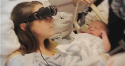 Mamma cieca vede per la prima volta il figlio