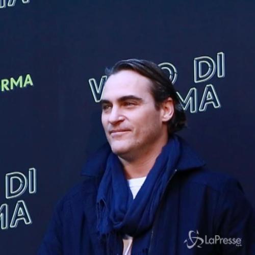 Joaquin Phoenix a Roma per presentare il film 'Vizio di ...