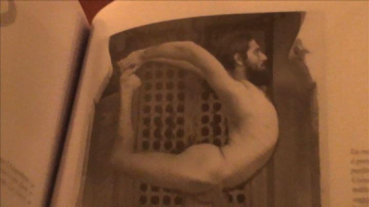 L'eroe ordinario del maestro di Iyengar yoga Christian ...