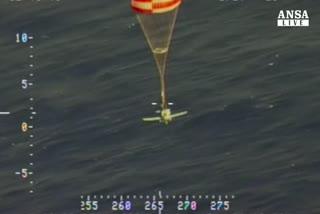Aereo a secco, precipita in mare col paracadute