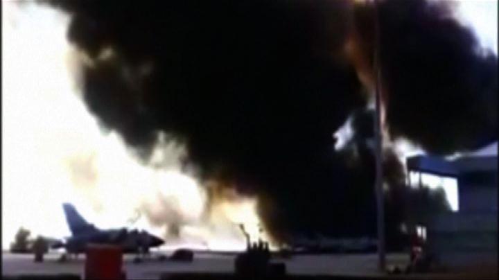 Spagna, la colonna di fumo dall'hangar dopo lo schianto ...