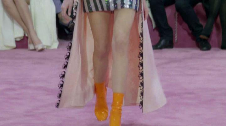 Abiti con stivali fluorescenti, moda primavera di Dior