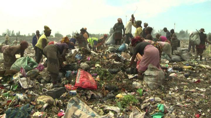 Tra i catadores di Maputo, i poveri che vivono nella ...