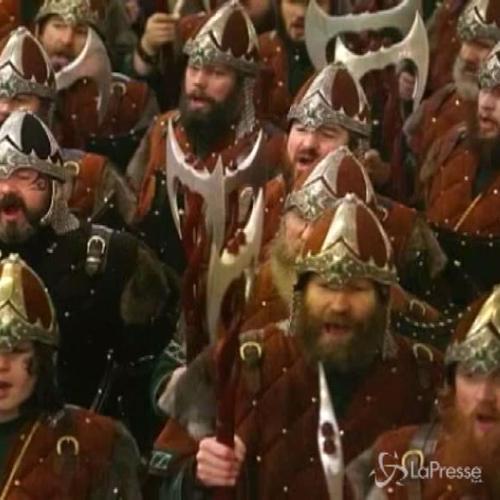 Centinaia di vichinghi celebrano Up Helly Aa festival sulle ...