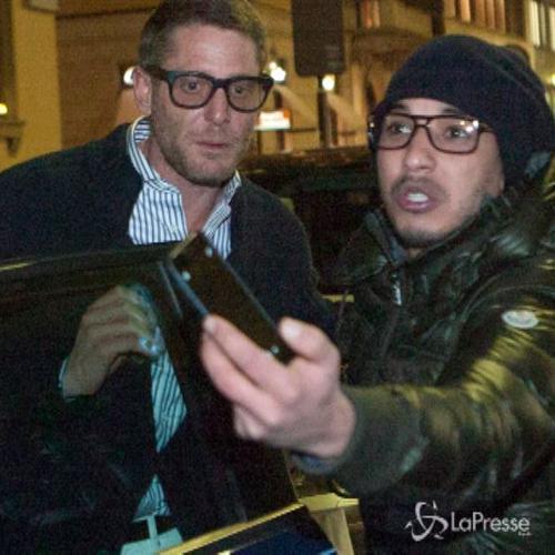 Lapo 'aggredito' da un fan durante lo shopping a Milano ...