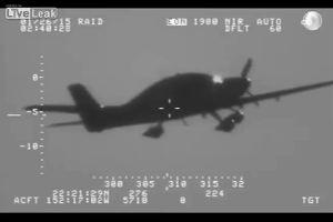 Piccolo aereo precipita e si apre il paracadute