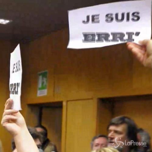 Tav, Processo contro Erri De Luca: in aula cartelli 'Je ...