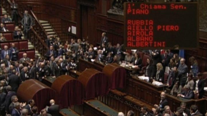 Quirinale, Napolitano vota: applausi e qualche fischio ...