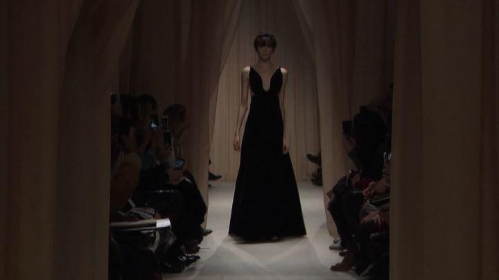 Magica e romantica: a Parigi l'alta moda di Valentino - ...